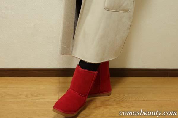 定番カラーのムートンブーツにあきたらサンタさんみたいなレッドもいかが?